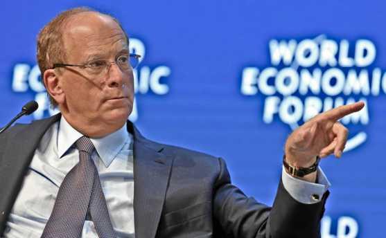 Dünyanın en büyük borsa yatırım fonu sağlayıcısı BlackRock CEO'su, Facebook'un Libra'sını bir kripto para olarak görmediğini söyledi.